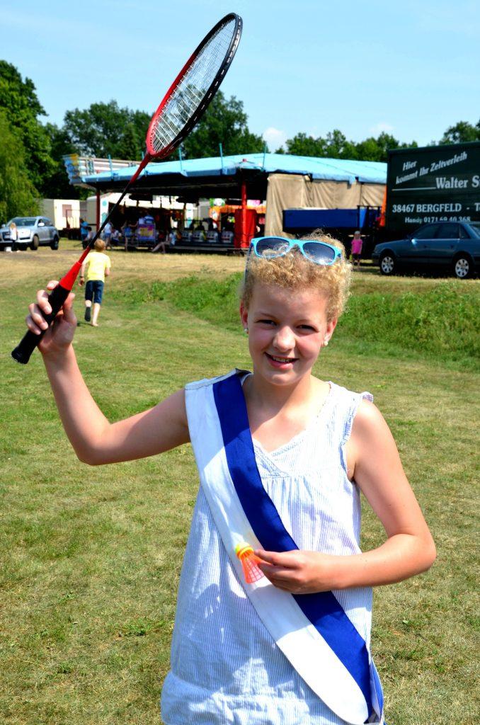 2015-Volksfest-Kinderkönigin: Marla B. gehört der Badminton-Jugendgruppe an. Bild: fh